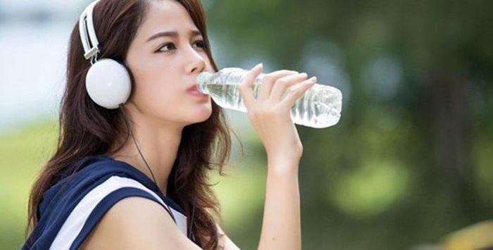 Manfaat Minum Air Saat Bekerja Di Kantor