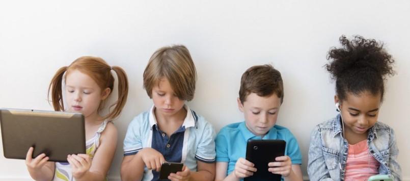 Peran Orang Tua Dalam Mengontrol Gadget Anak