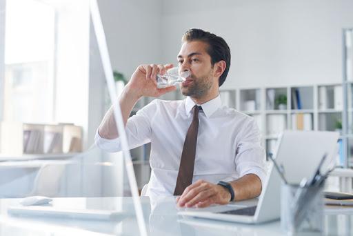 Manfaat Minum Air Putih Bagi Tubuh